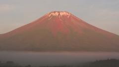 霧中の赤富士
