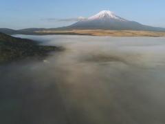 ドローン空撮「雲上の富士」
