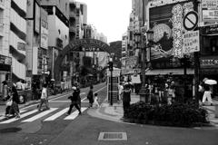 梅雨明け前の生田ロード街角