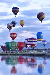 嘉瀬川河川敷より一斉離陸をするフェスタ気球