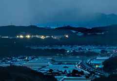 雪降る盆地の夜明け前に。。。