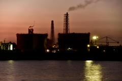 工場の夕景