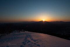 斜里岳に陽が昇る