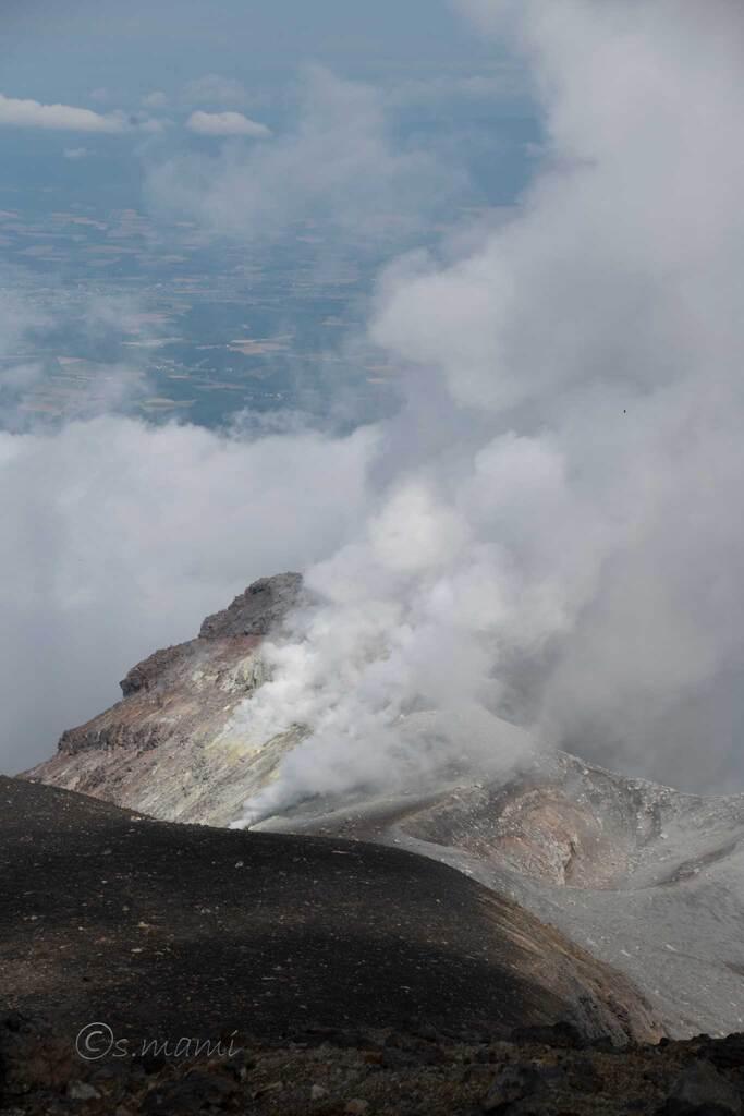 十勝岳の噴煙と暮らす