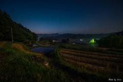 山里の夜明け