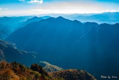 深山の秋景