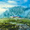 室堂平/浄土山登山道から見た立山室堂山荘と別山