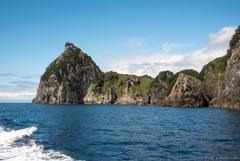 烏帽子山を海から見る