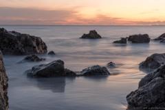 夕暮れの海原