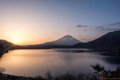 本栖湖の朝陽