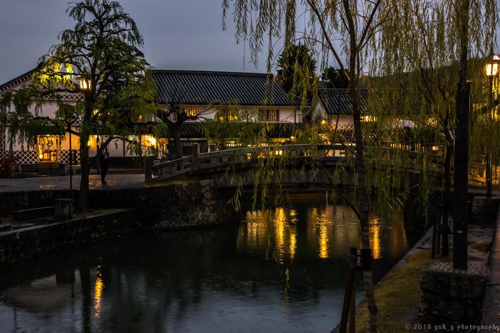 小雨降る倉敷の石橋