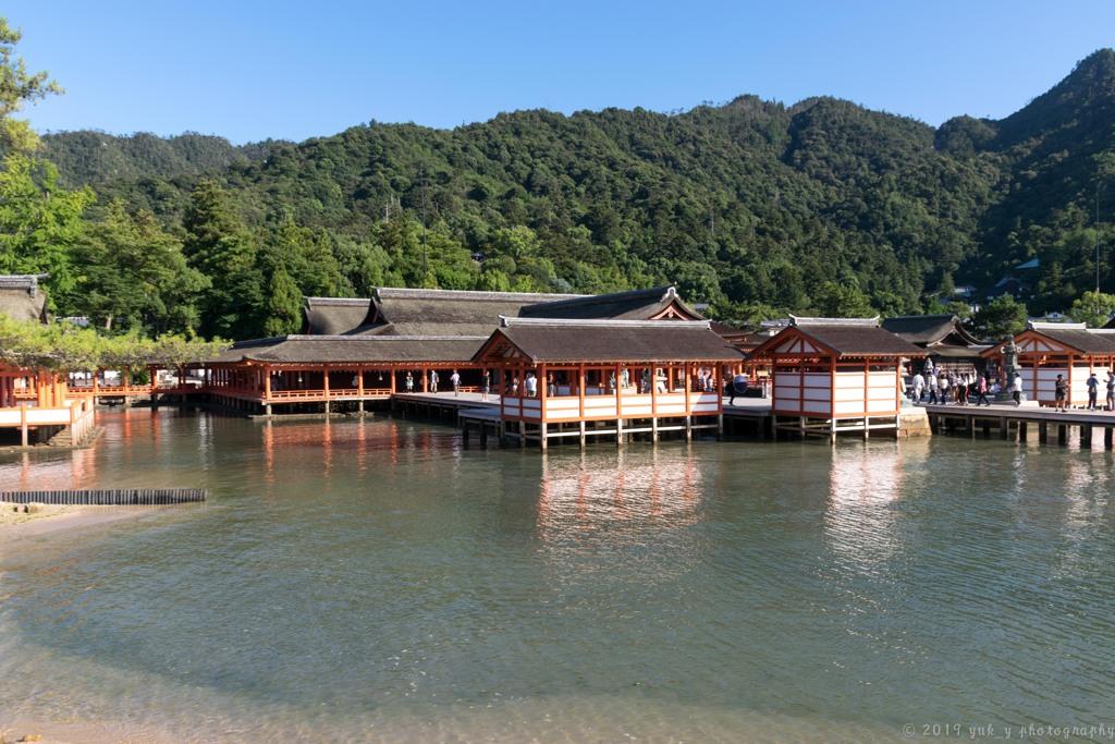 水上の社殿