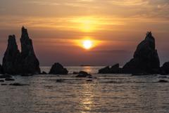 橋杭岩と昇日