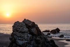 浜辺の朝日