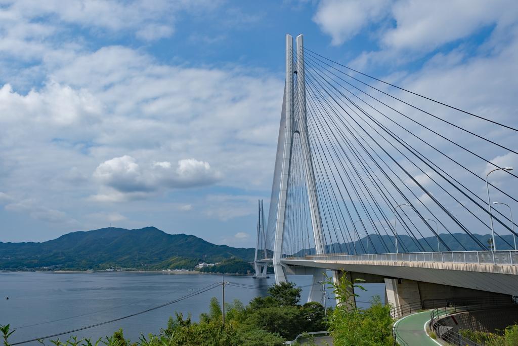 しまなみの空と海と橋