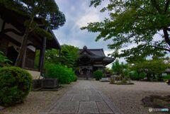 深緑の橘寺