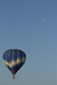 月より高く飛んでゆけ