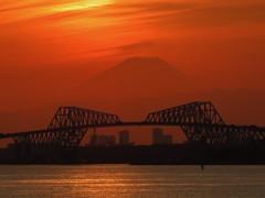 ゲートブリッジと富士山