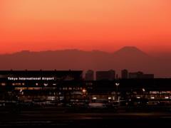 羽田から富士山を望む