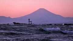 荒波と富士山