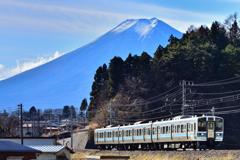 富士山を背景に