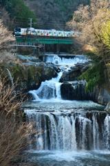 田原の滝にて