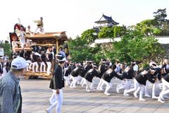 神社へ向かうだんじり(1)