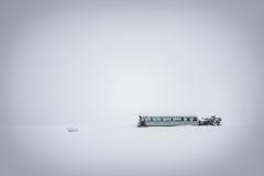雪中の廃バス