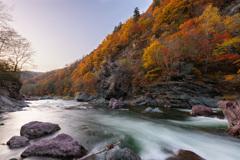 渓谷と紅葉