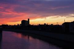 暮れゆく運河の町