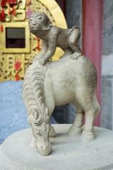 馬上猴子~中国 Monkey on Horseback