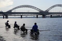 松花江の太公望~中国 Songhua River Anglers