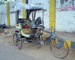 生老病死~インドOld rickshaw puller