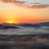 山間の昇陽
