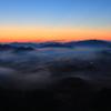 明ける山地