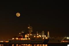 レッドムーンと船