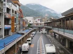 雨の箱根湯本駅