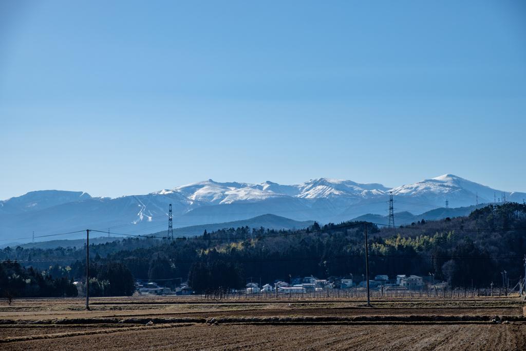 山並みと残雪