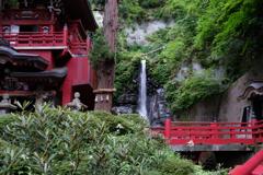 境内の不動滝