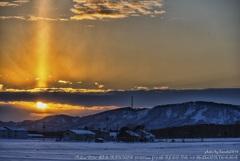 夕暮れの太陽柱