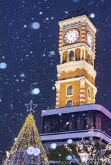 雪降りしきる、時計塔の夜