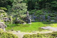 築山林泉式枯山水庭園