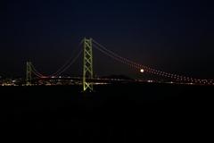 月と明石海峡大橋