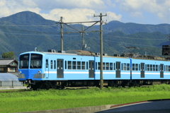 青い空、青い電車