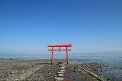 海の鳥居と青空(^^)/