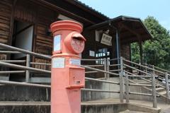 赤いポストのある駅(^^)