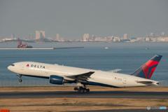 デルタ航空 ボーイング 777-200 (N863DA)