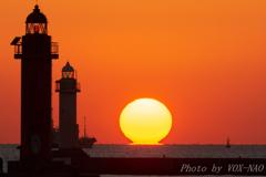だるま夕日と灯台