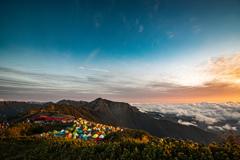 雲の上の夜明け