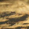冬至の朝 彩雲の中を飛ぶ